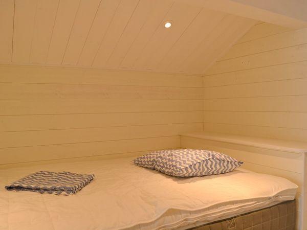 Schlafboden mit 120cm-Bett