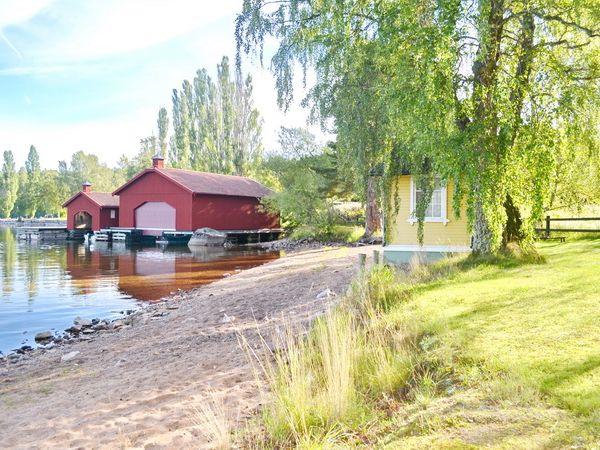 Badestrand des Ribbingshof mit Blick zu den Bootshäusern