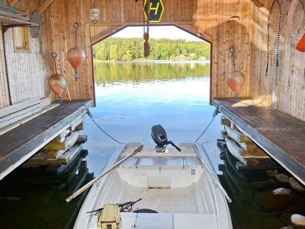 Bootshaus mit kleinem Motorboot (inklusive)