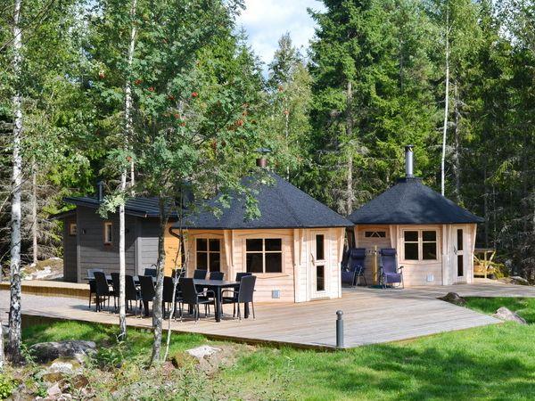 Übernachtungshaus, Grillhütte und Saunahütte
