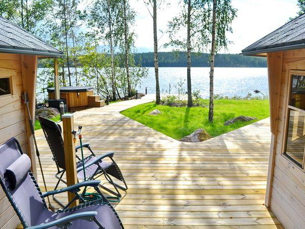 Blick zum See mit eigenem Boots- und Badesteg!