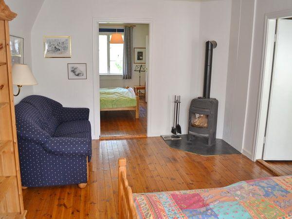 Schlafzimmer 1 im Obergeschoss (mit Kaminofen)