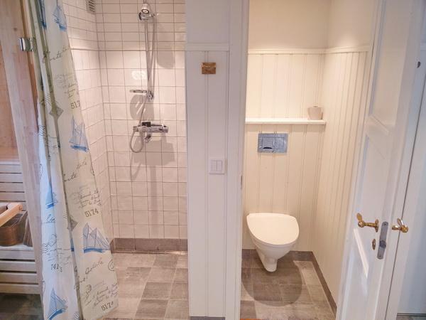 Dusche und WC 1
