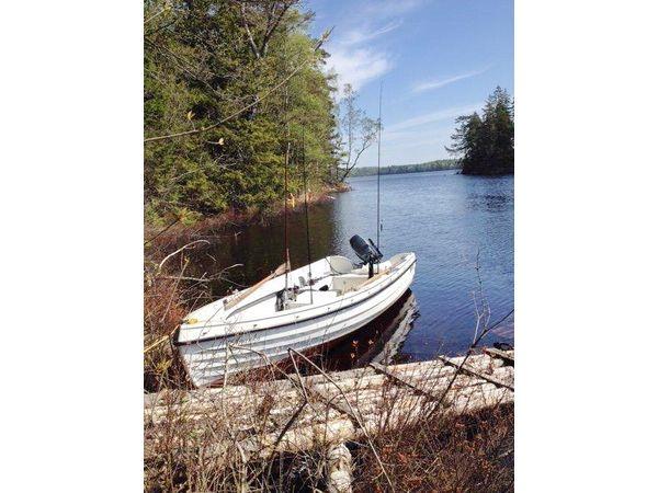 das hauseigene Angelboot (Motor zubuchbar)
