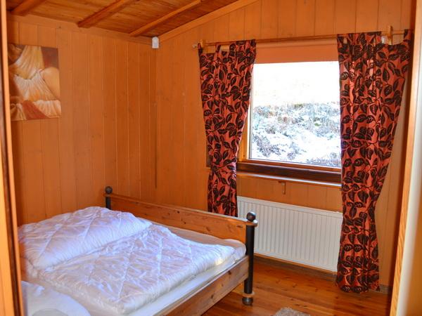 Schlafzimmer 1 mit Doppelbett (140 cm), großes Haus