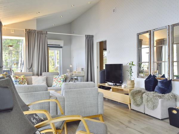 Sofabereich mit TV