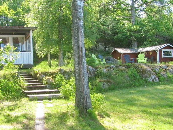 Garten mit Kinder-Spielhaus