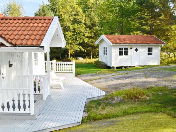 Blick vom Haupthaus zum Gästehaus