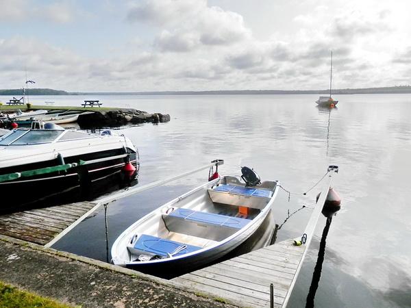 das hauseigene Ruderboot (Motor zubuchbar!)