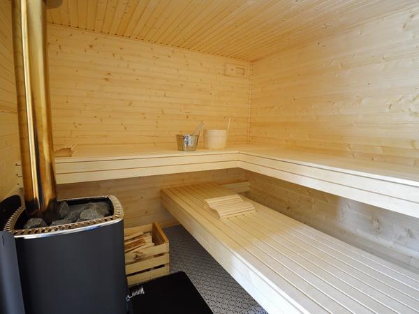die hauseigene Sauna (im Nebengebäude)