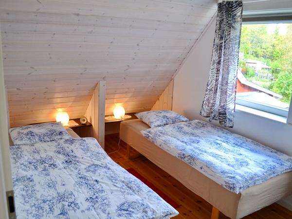 Schlafzimmer 2 mit zwei Einzelbetten (zusammenstellbar)