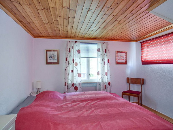Schlafzimmer 1 mit Doppelbett (im Erdgeschoss)