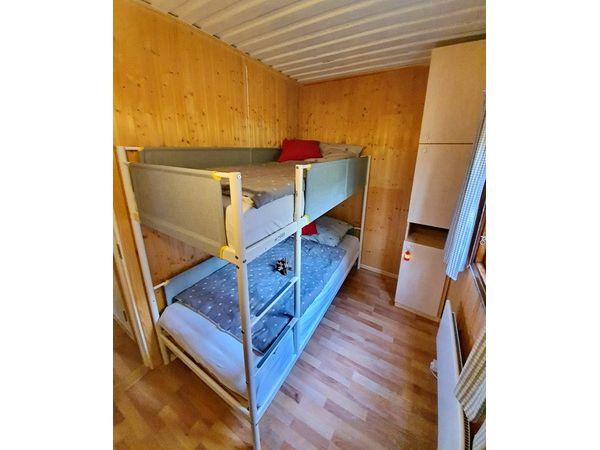 Kinderzimmer mit Einzelbett