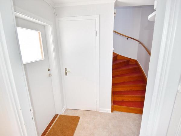 Hintereingang und Treppe ins Obergeschoss