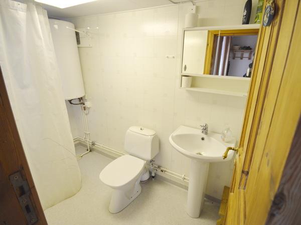 Badezimmer mit WC und Dusche (zubuchbares Gästehaus)