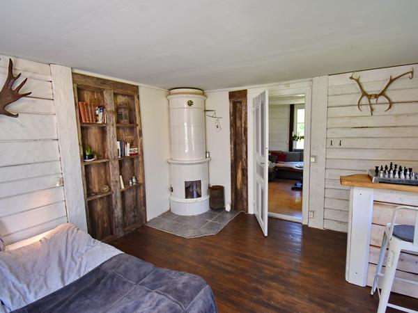 Schlafzimmer 1 mit schönem Kachelofen