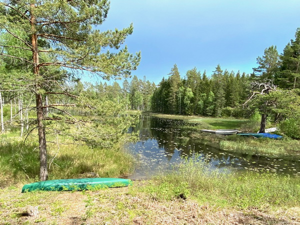 das hauseigene Kanu am See in der Nähe