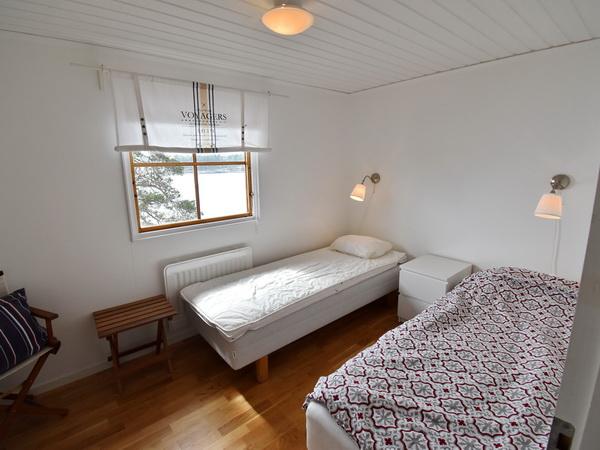 Schlafzimmer 1 mit zwei Einzelbetten (zusammenstellbar)