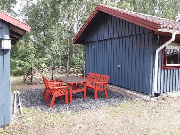 Sitzplatz zwischen Haus und Sauna