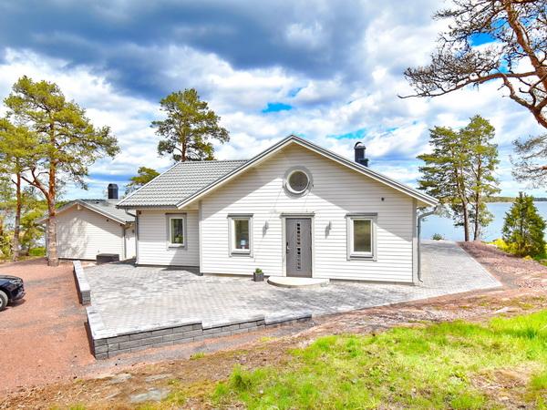 Blick auf das Haus (Landseite)