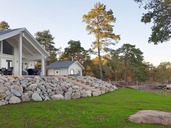 Blick auf das Haus mit separatem Sauna-Haus