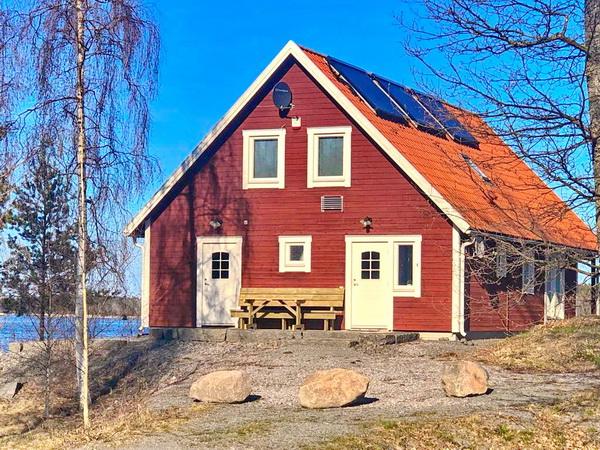 Hausrückseite mit Eingangstür und Nebeneingang zum Hauswirtschaftsraum