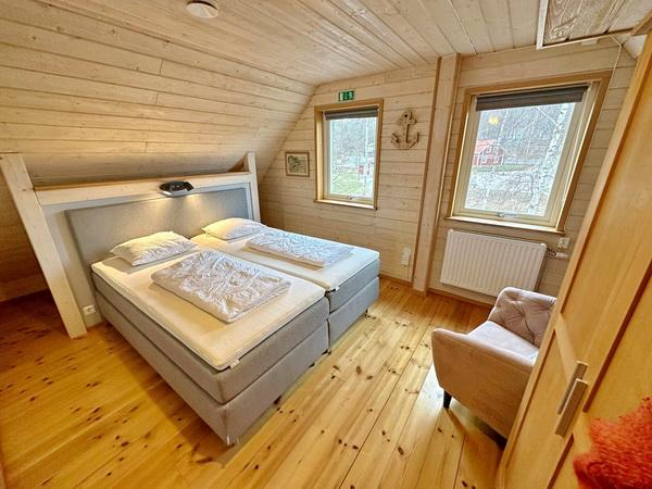 Schlafzimmer mit Doppelbett und Schlafsofa für 1-2 Personen