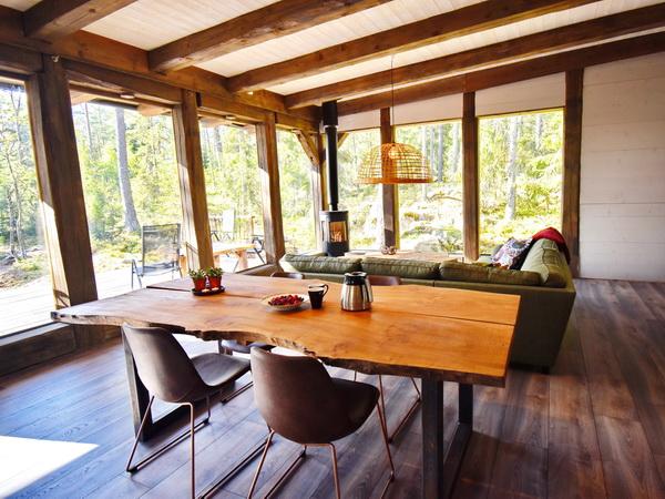 Esstisch und Wohnbereich