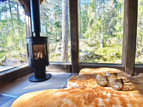 Wohn- und Esszimmer mit integrierter Küche