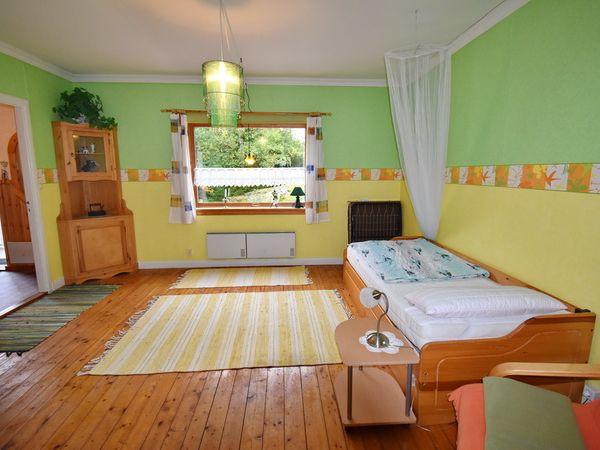 Schlafzimmer im Erdgeschoss mit Ausziehbett + EInzelbett (fehlt auf dem Foto noch)