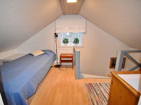 Elternschlafzimmer mit 140cm-Bett (neues Bild mit größerem Bett folgt!)