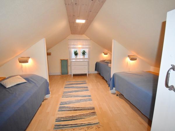 Kinder-Schlafzimmer mit 4 Einzelbetten