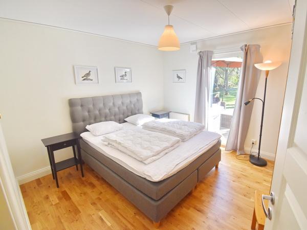Wohnzimmer mit Kamin (Bild mit TV und Sofa folgt)