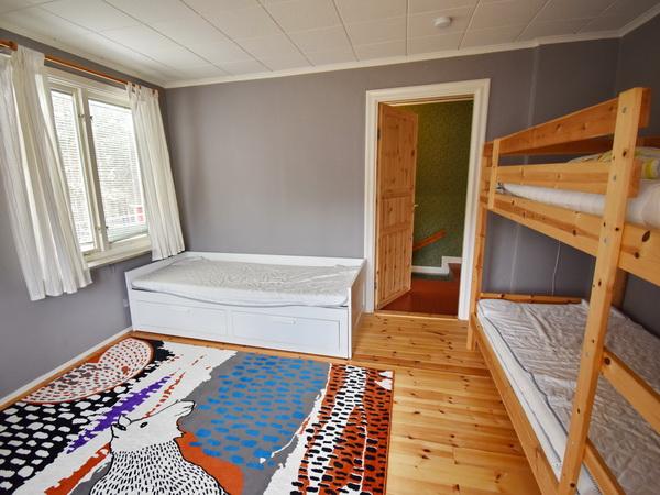 Schlafzimmer 2 mit Etagenbett und Ausziehbett (für 1-2 Personen)