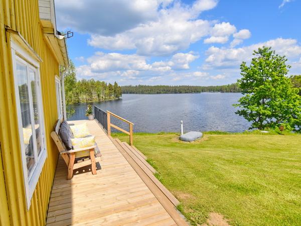 Traumhafter Ausblick vom Grundstück über den See