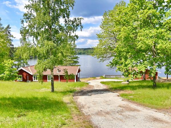 """Ferienhaus """"Pias Stuga"""" (+ zugehöriges Bootshaus)"""
