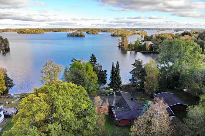 """Luftbild vom Haus mit Blick auf den großen See """"Nömmen"""""""