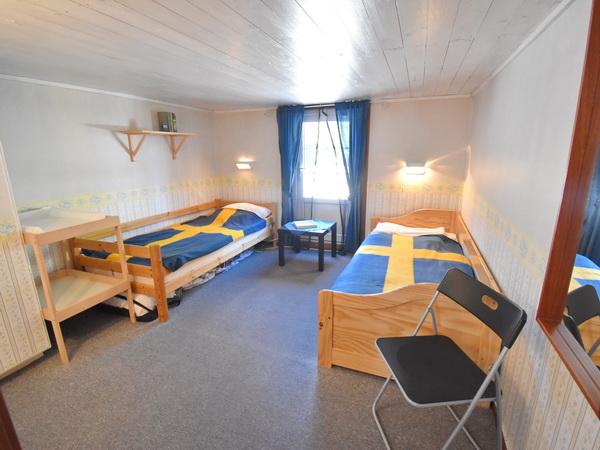 Schlafzimmer 2 im Obergeschoss mit Ausgang zur Dachterrasse