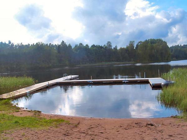 kinderfreundliche Badestelle am See (1.500 Meter vom Haus)