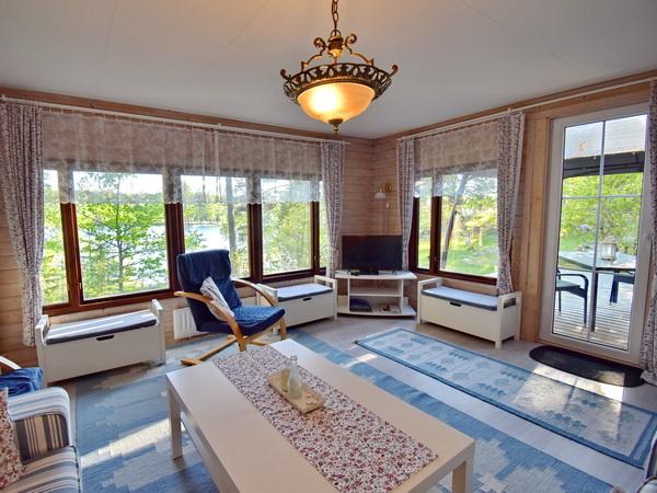 Wohnzimmer mit schönem Seeblick
