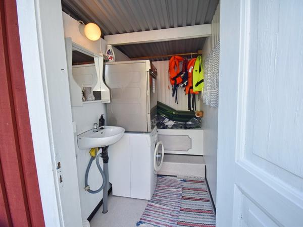 Waschmaschine und Trockner im Nebengebäude